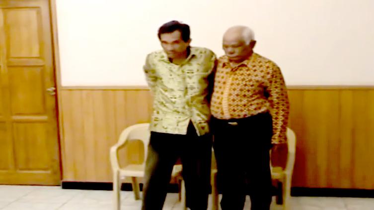 Nicholas Luangkali : Sembuh Dari Sulit Berjalan 1 Tahun di KPPI  di Lapangan POLDA Naikoten I Kupang – NTT, 16 Juni 2006